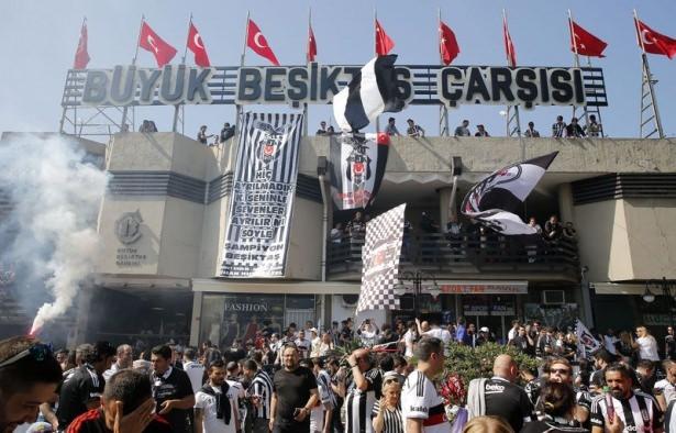 Beşiktaş taraftarı kutlamalara erken başladı 38