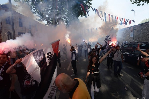 Beşiktaş taraftarı kutlamalara erken başladı 40