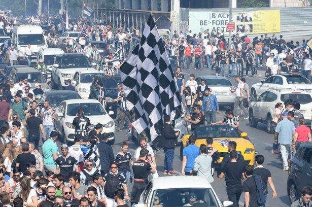 Beşiktaş taraftarı kutlamalara erken başladı 41