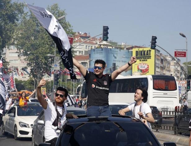 Beşiktaş taraftarı kutlamalara erken başladı 42