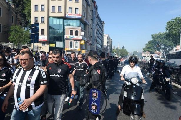 Beşiktaş taraftarı kutlamalara erken başladı 43