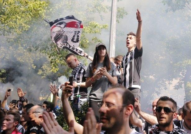 Beşiktaş taraftarı kutlamalara erken başladı 45