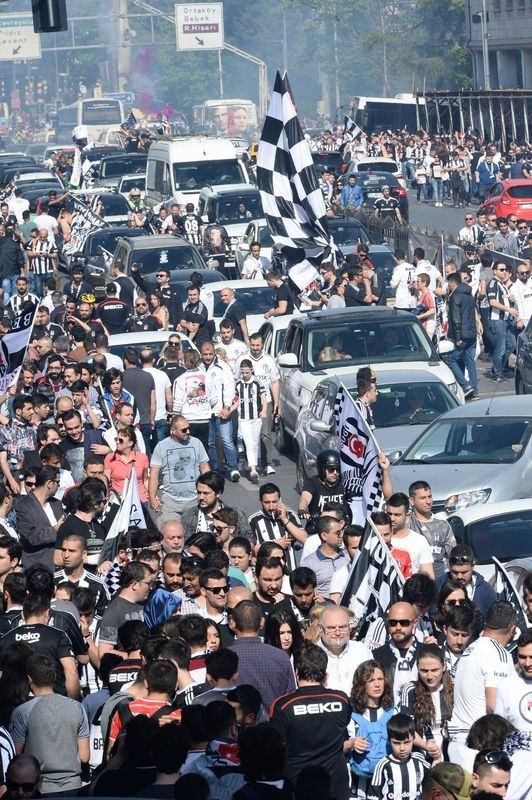 Beşiktaş taraftarı kutlamalara erken başladı 48