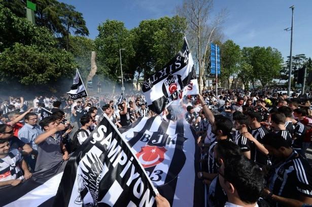 Beşiktaş taraftarı kutlamalara erken başladı 49