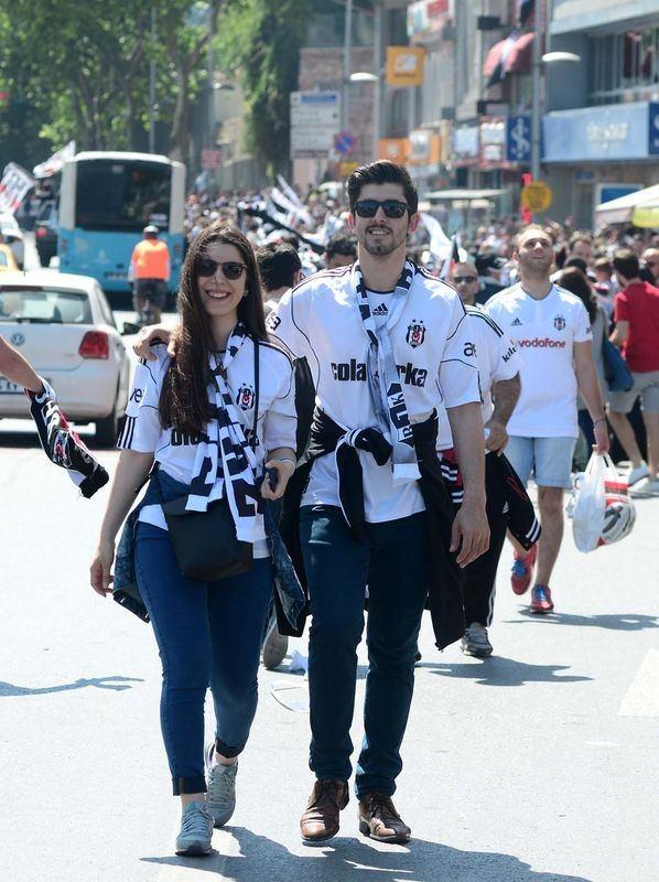 Beşiktaş taraftarı kutlamalara erken başladı 5