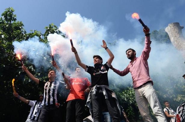 Beşiktaş taraftarı kutlamalara erken başladı 50