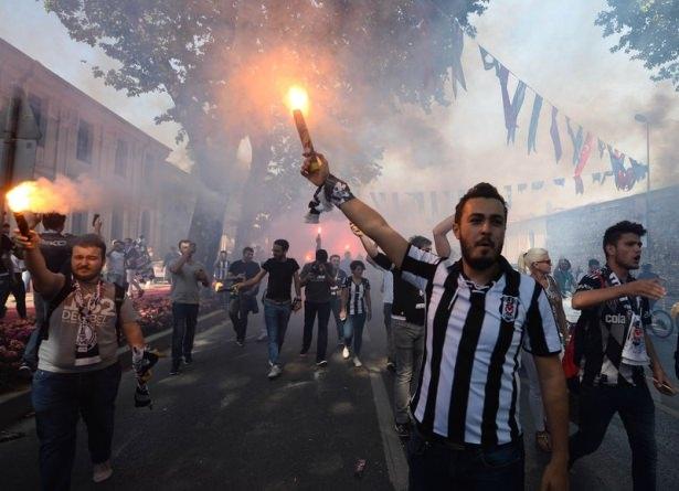 Beşiktaş taraftarı kutlamalara erken başladı 51