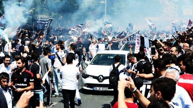 Beşiktaş taraftarı kutlamalara erken başladı 53