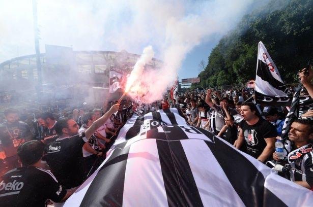 Beşiktaş taraftarı kutlamalara erken başladı 54