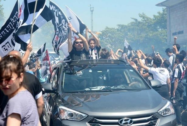 Beşiktaş taraftarı kutlamalara erken başladı 6