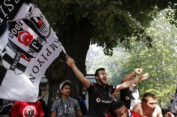 Beşiktaş taraftarı kutlamalara erken başladı 60
