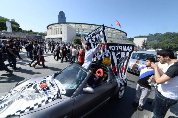 Beşiktaş taraftarı kutlamalara erken başladı 62