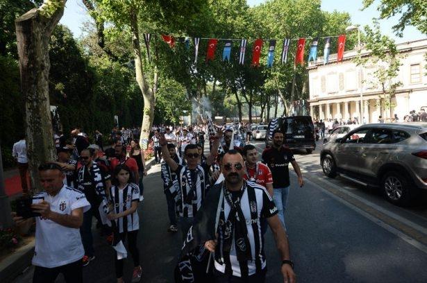 Beşiktaş taraftarı kutlamalara erken başladı 63