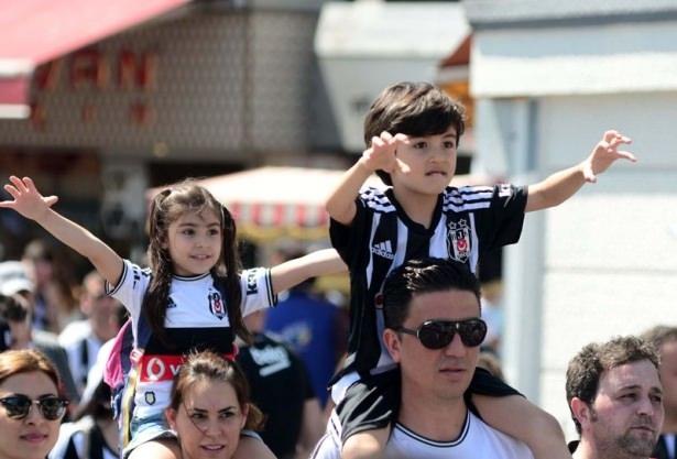 Beşiktaş taraftarı kutlamalara erken başladı 8