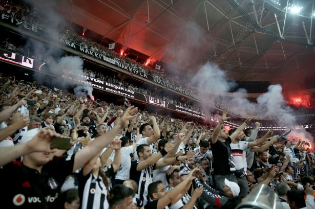 Maç sonunda Arena'da büyük coşku! 9