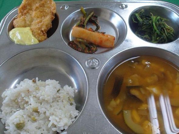 İşte ülkelere göre okullarda sunulan yemekler! 15
