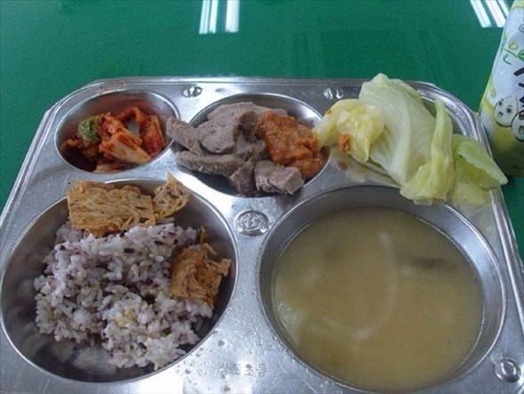 İşte ülkelere göre okullarda sunulan yemekler! 17