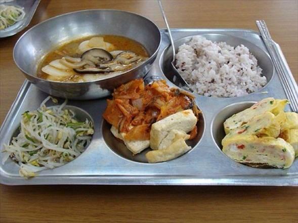 İşte ülkelere göre okullarda sunulan yemekler! 18
