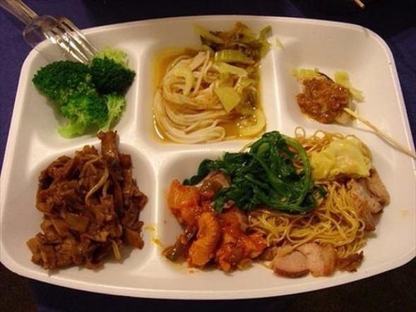 İşte ülkelere göre okullarda sunulan yemekler! 24