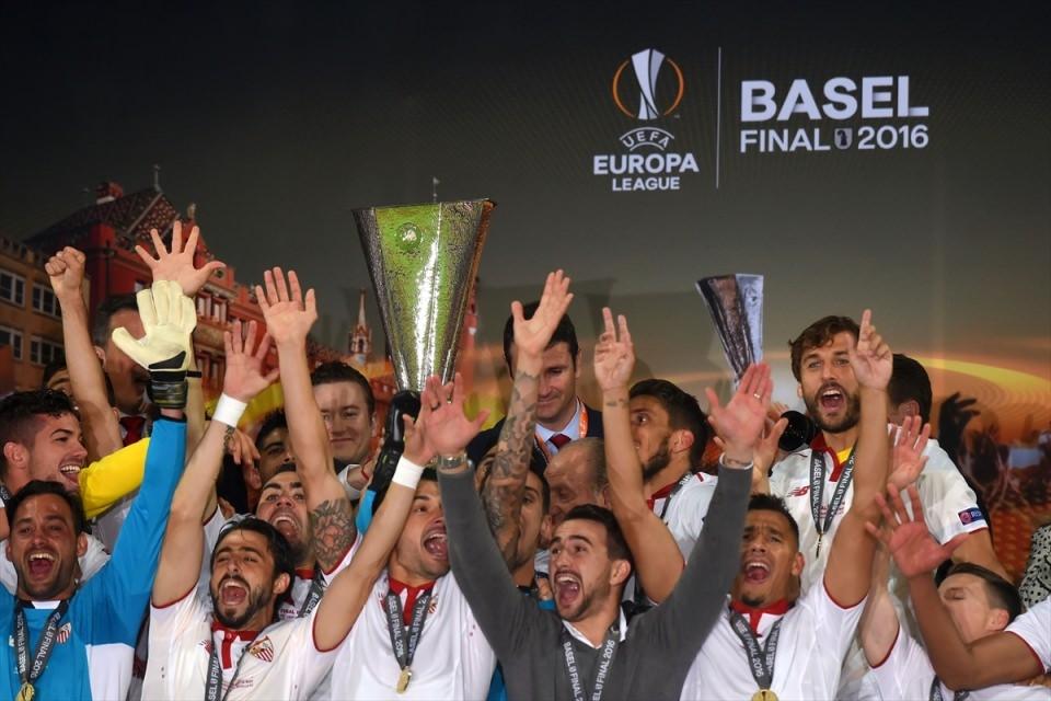 Avrupa'nın en büyüğü: Sevilla 33