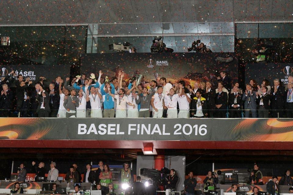 Avrupa'nın en büyüğü: Sevilla 4