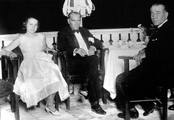 Görmediğiniz kareleriyle 'Atatürk' 10