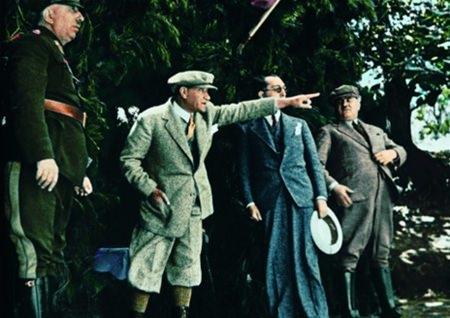 Görmediğiniz kareleriyle 'Atatürk' 102