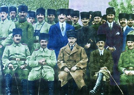 Görmediğiniz kareleriyle 'Atatürk' 105