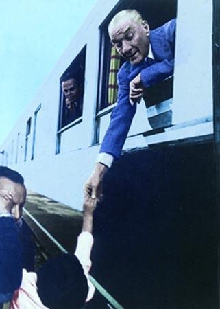 Görmediğiniz kareleriyle 'Atatürk' 107