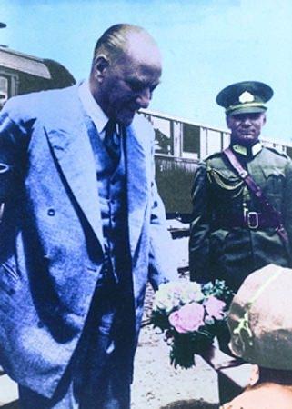 Görmediğiniz kareleriyle 'Atatürk' 122