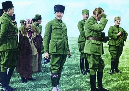 Görmediğiniz kareleriyle 'Atatürk' 124
