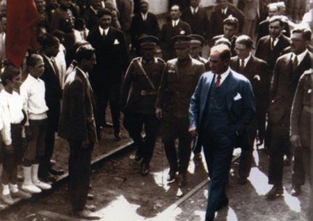 Görmediğiniz kareleriyle 'Atatürk' 127