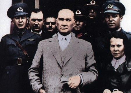 Görmediğiniz kareleriyle 'Atatürk' 128