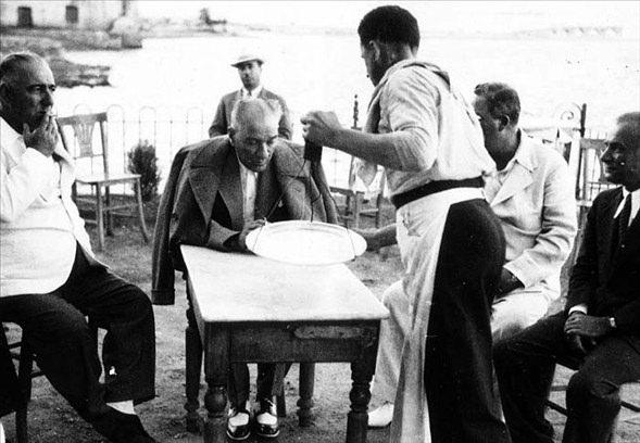 Görmediğiniz kareleriyle 'Atatürk' 13