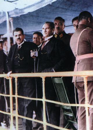 Görmediğiniz kareleriyle 'Atatürk' 132