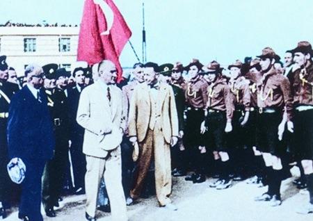 Görmediğiniz kareleriyle 'Atatürk' 135