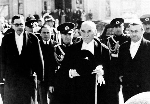 Görmediğiniz kareleriyle 'Atatürk' 14