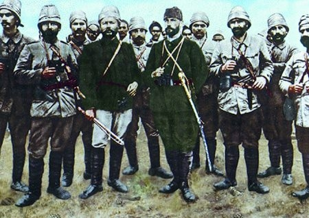 Görmediğiniz kareleriyle 'Atatürk' 142