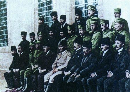 Görmediğiniz kareleriyle 'Atatürk' 144