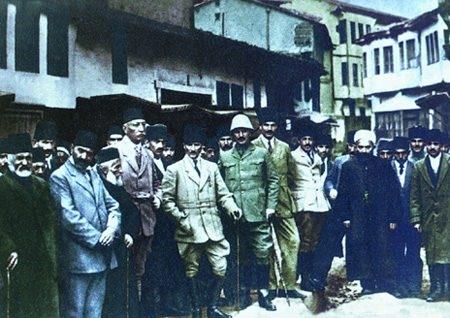Görmediğiniz kareleriyle 'Atatürk' 146