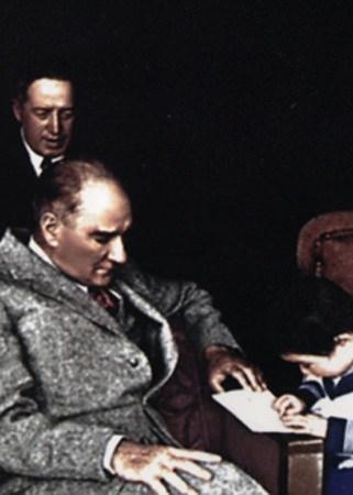 Görmediğiniz kareleriyle 'Atatürk' 159