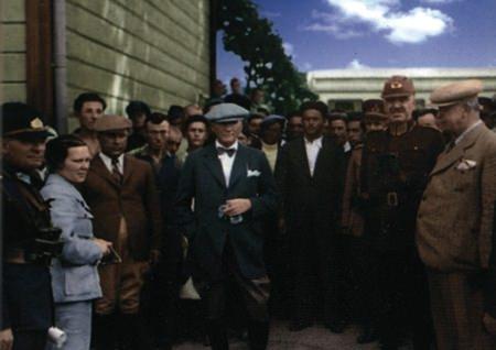Görmediğiniz kareleriyle 'Atatürk' 160