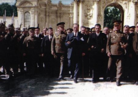 Görmediğiniz kareleriyle 'Atatürk' 162