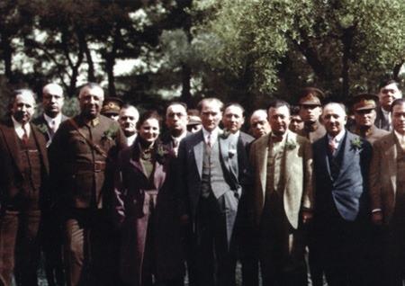 Görmediğiniz kareleriyle 'Atatürk' 164