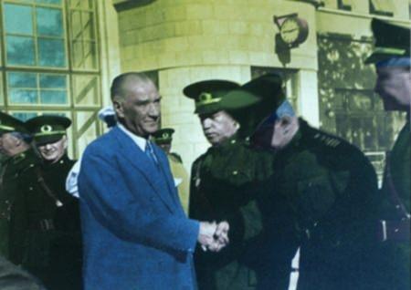 Görmediğiniz kareleriyle 'Atatürk' 166
