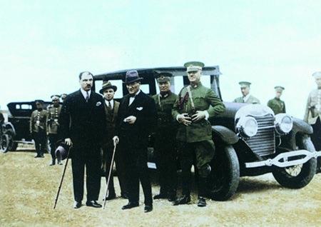 Görmediğiniz kareleriyle 'Atatürk' 172