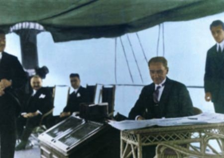 Görmediğiniz kareleriyle 'Atatürk' 176