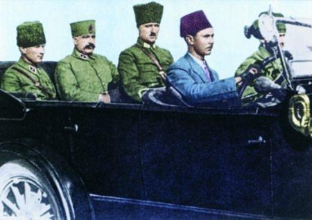Görmediğiniz kareleriyle 'Atatürk' 179