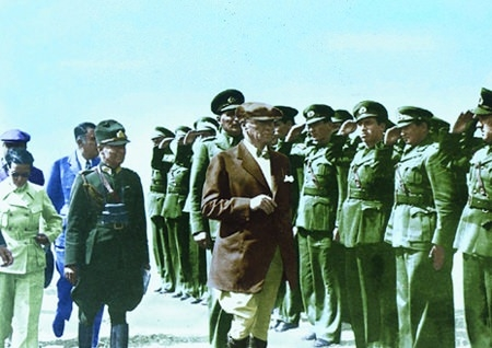 Görmediğiniz kareleriyle 'Atatürk' 190