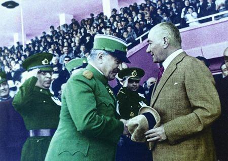Görmediğiniz kareleriyle 'Atatürk' 196